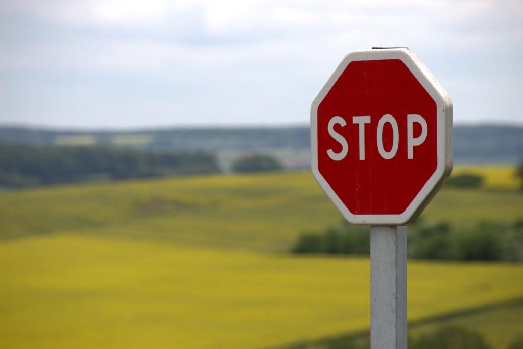どか食いをやめたいのにやめられない人はやめようとしないでください