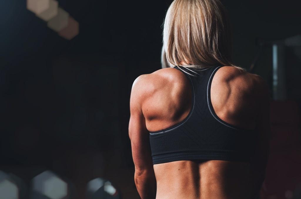 筋トレに励み、タンパク質をモリモリ摂っても思うように筋肉がつかない理由