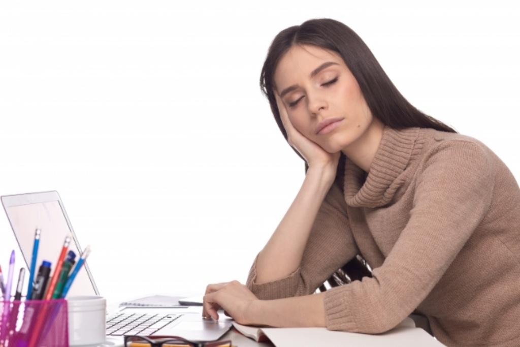 食後に訪れる激しい眠気。糖質を食べなければ眠くならないの??
