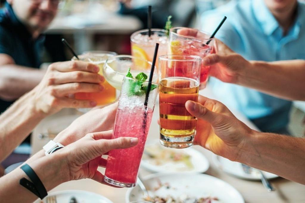 ダイエット中のお付き合いはどうするの??外食やお土産の誘惑に負けてしまいます。