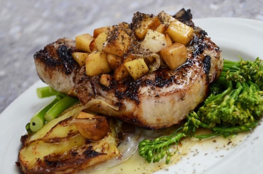 ご飯中心の食事だとタンパク質が不足しませんか??筋肉が減ってしまうのが心配です。