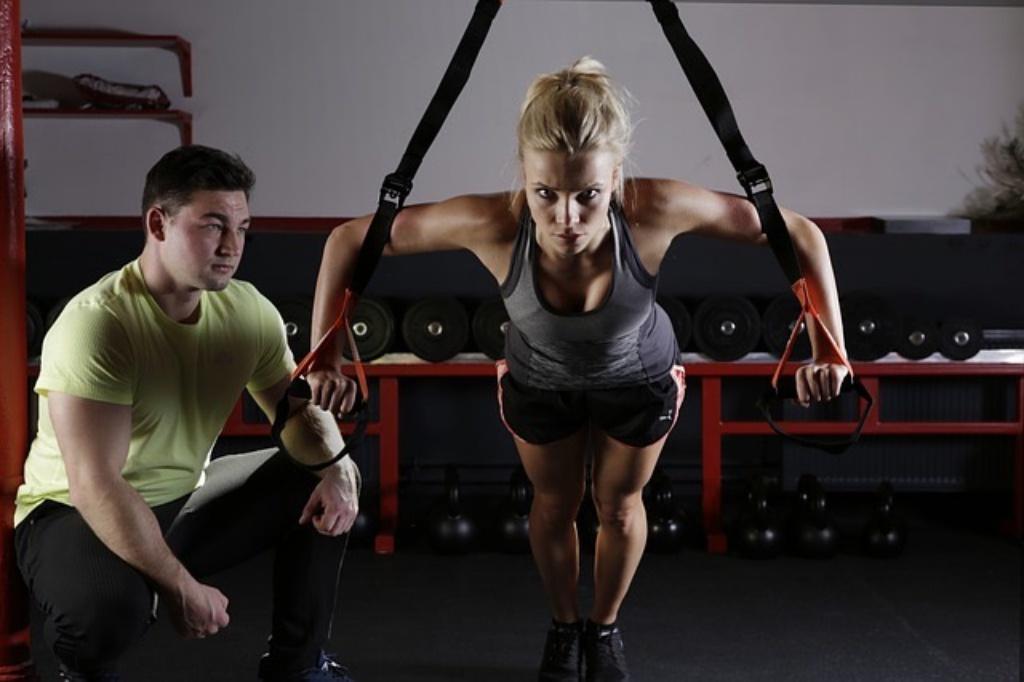 姿勢が悪いと太る??姿勢をよくするには筋肉を鍛えるよりもまず先に意識するといいこと。